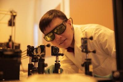 Tiny high-performance solar cells turn power generation sideways
