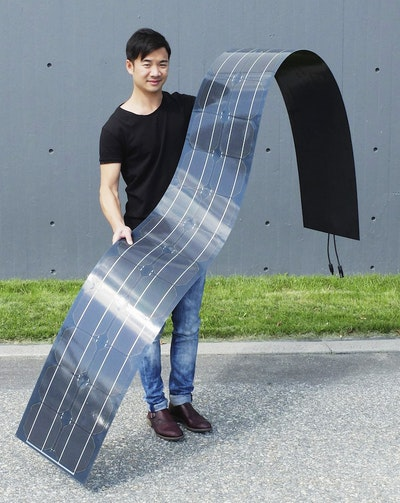 Lightweight flexible solar modules, conversion efficiency 14 percent