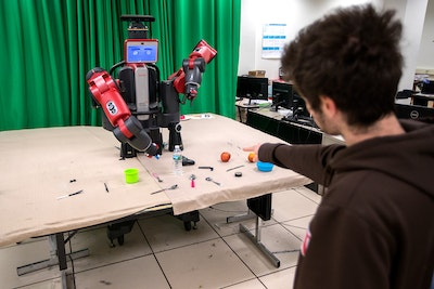 Robot uses social feedback to fetch objects intelligently