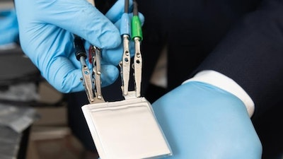 Stretchy plastic electrolytes for new lithium-ion battery design