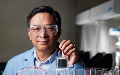 New electrolyte rids batteries of short-circuiting fibres