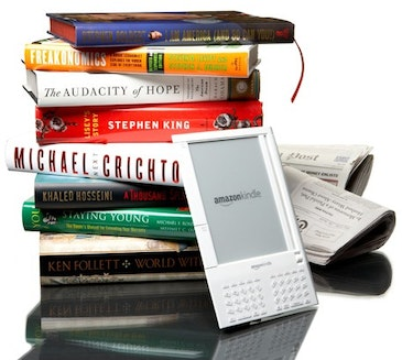 E-books, E-readers begin to catch on with college crowd