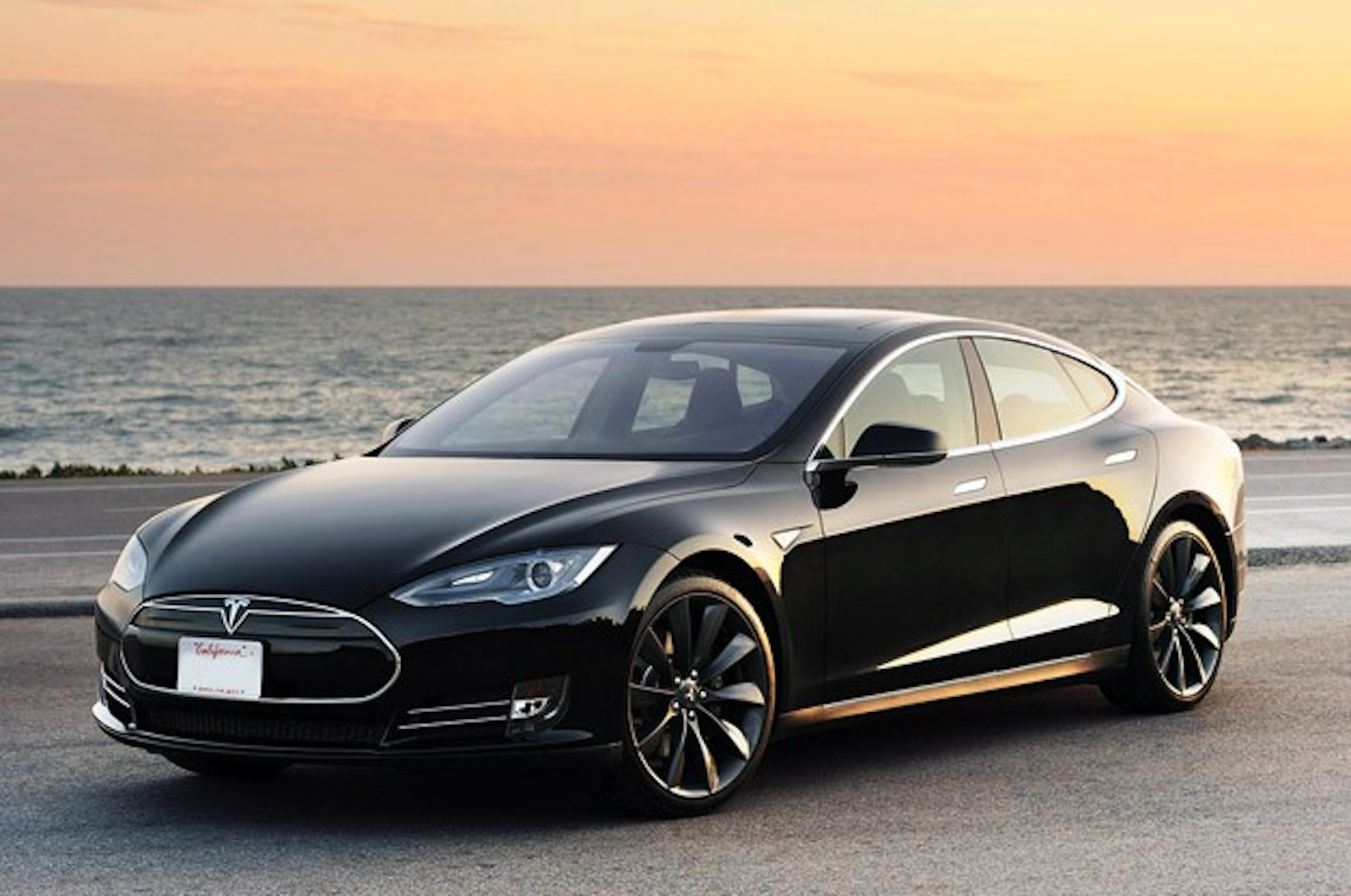 Kompulsa Ge Reports Jb Straubel Cto Of Tesla Motors Has Said He Thinks Will Be Able To Fully Charge Electric Car Batteries In Five Ten Minutes