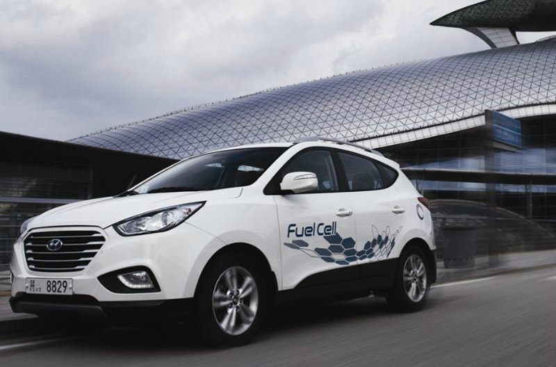 World's first full-production fuel-cell vehicles arrive in the UK