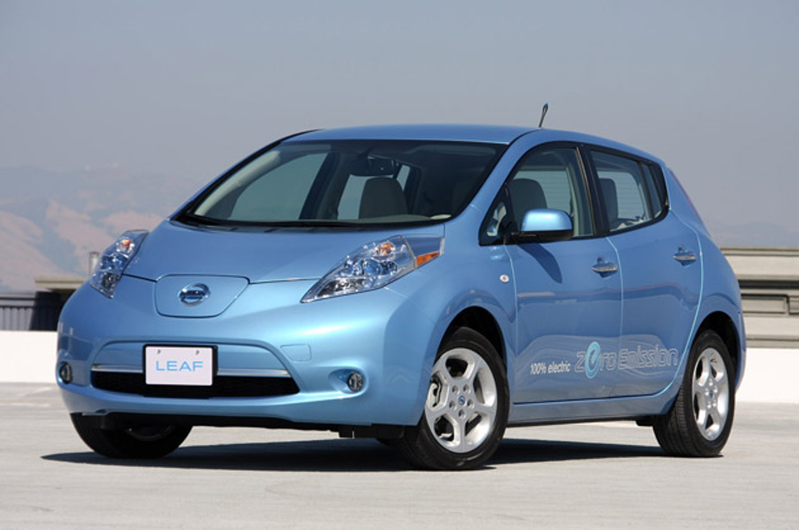 Nissan Delivers Seattle S First 100 Electric Leaf
