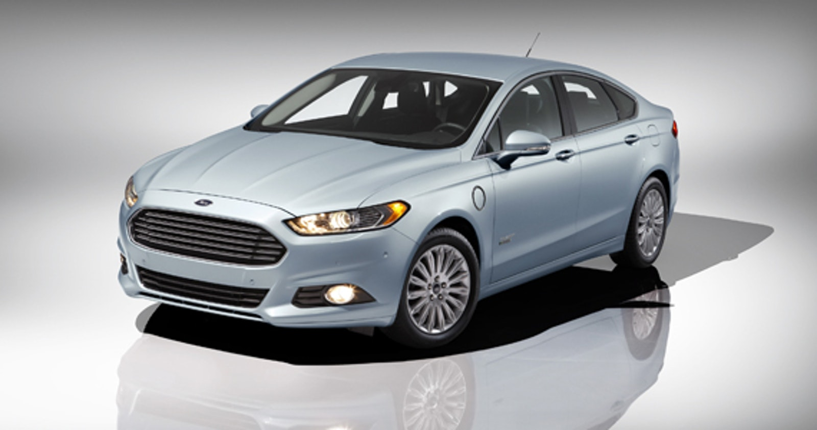 Already Ford S Most Fuel Efficient Sedan The All New Fusion Energi Now Has An Epa Rated Total Range Of Up To 620 Miles And Ability Drive 21