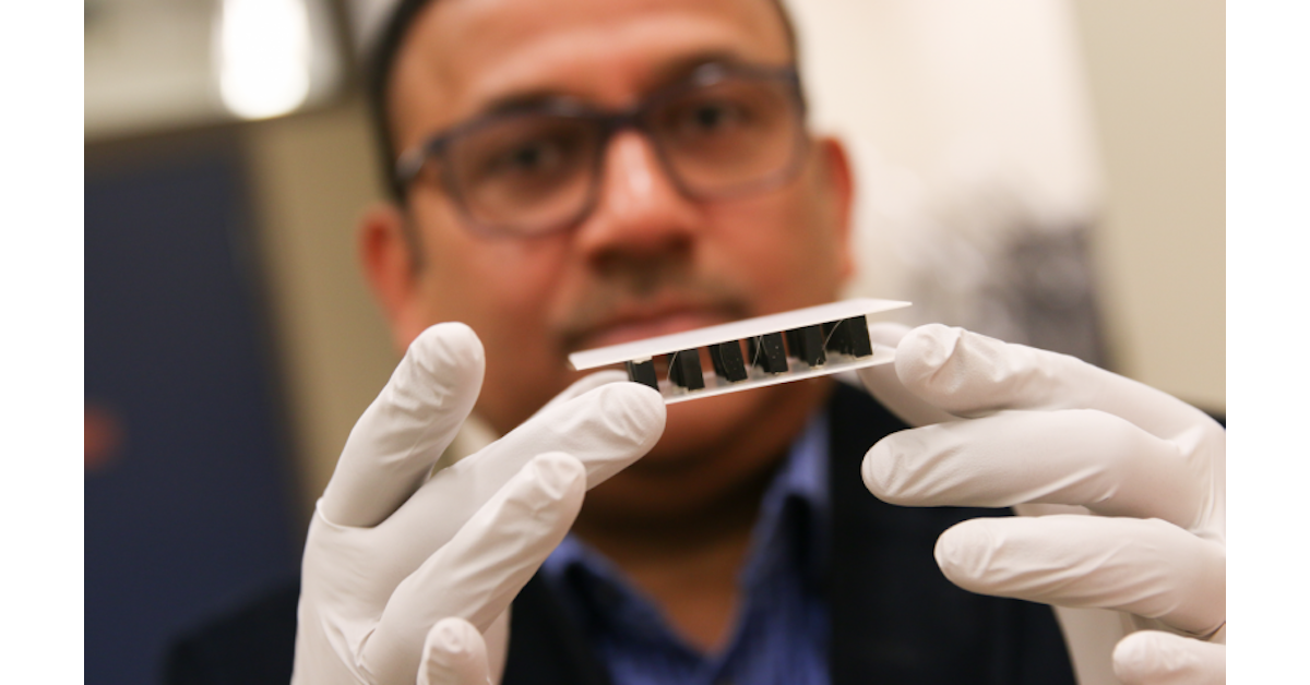 Non-toxic material that generates electricity through hot ...