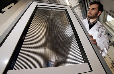 Smart windows for controlled shading, solar thermal energy harvesting