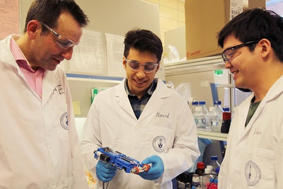 Portable 3D skin printer to repair deep wounds