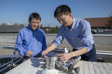 Rooftop device makes solar power and cools buildings
