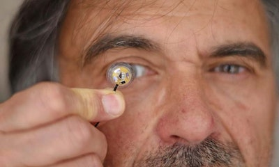 Stand-alone contact lens with a flexible micro battery