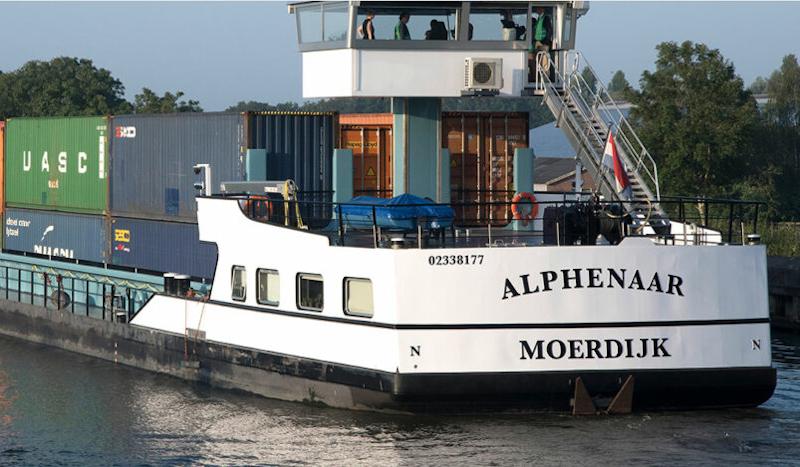 首艘能源集装箱零排放内陆船投入使用